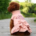 Rosa Mantel für kleine Hunde mit ausgestelltem Rock